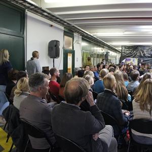 viering 20 jaar vereniging Wok: sfeerbeelden: luisterend publiek