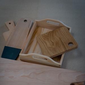 Producten van het houtatelier: en dienblad