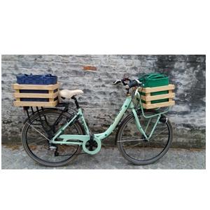 Producten van het houtatelier: houten fietskratten