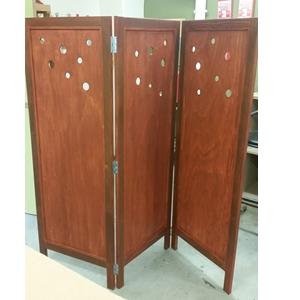 Producten van het houtatelier: houten kamerscherm