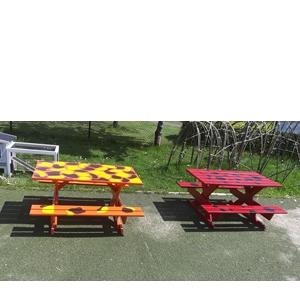 Producten van het houtatelier: houten kindertuinbankjes