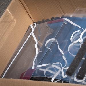 persbericht: face shields in doos